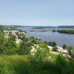 The view of Bellevue and the Mississippi River and bluffs from the overlook