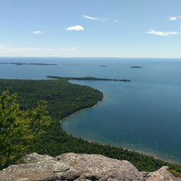 The spectacular view of Lake Superior from the Top of the Giant Trail
