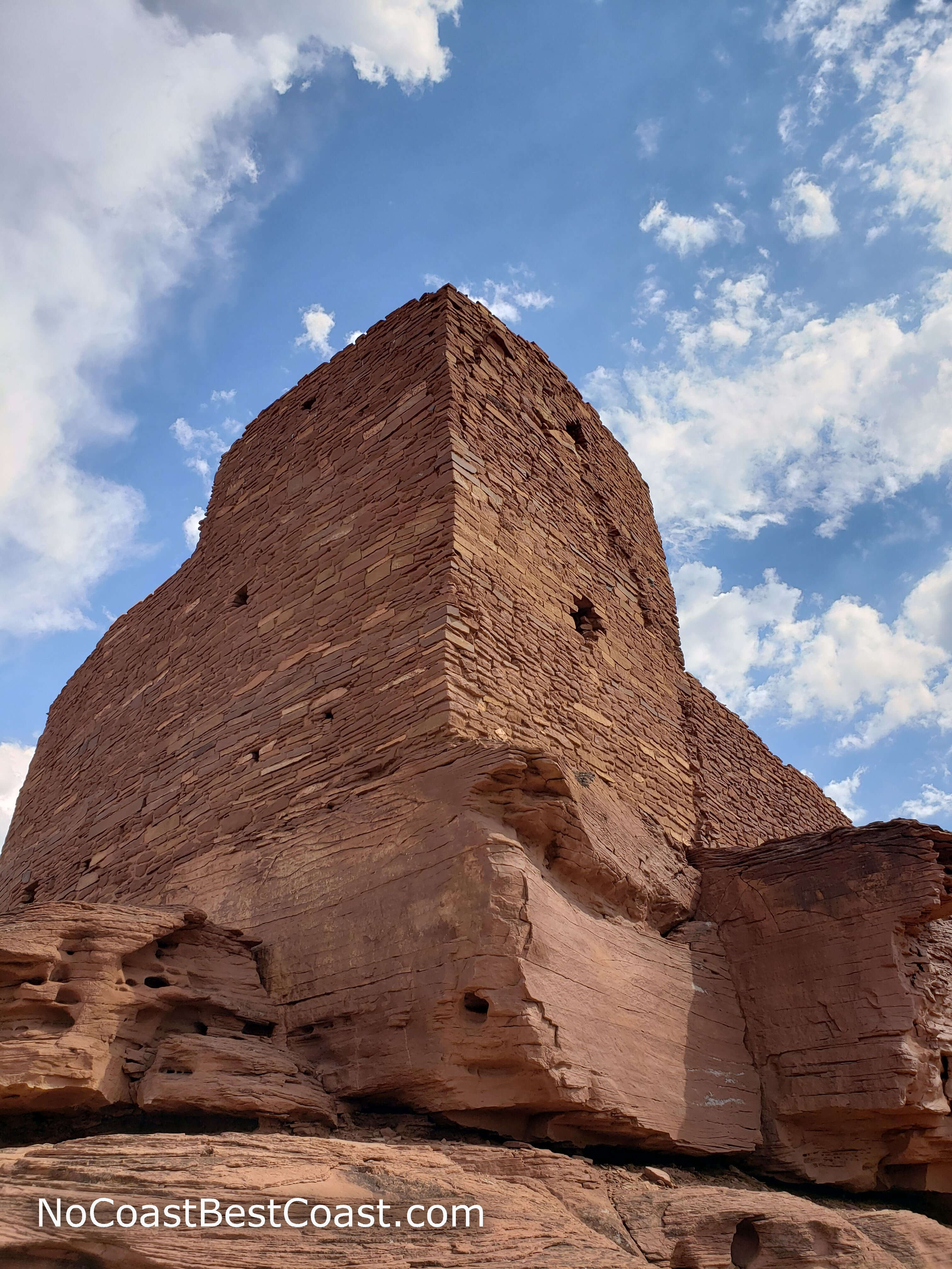 The high walls of Wukoki Pueblo from the back side